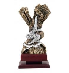 Trofeo con figura de judo
